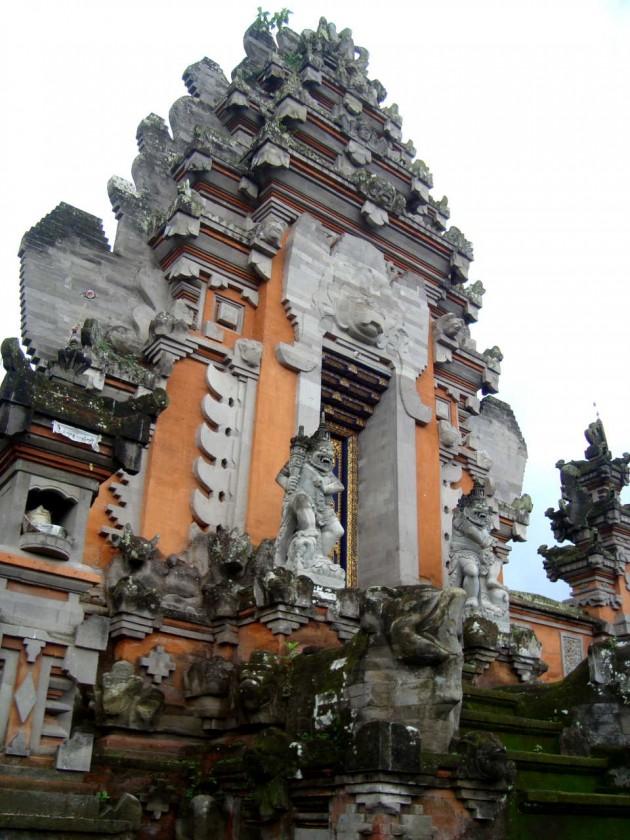 Храм в деревне. Бали
