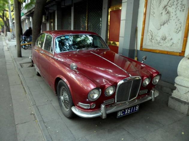 Старое авто в квартале хутунов, в Пекине