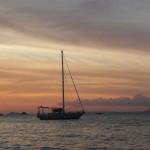 Закат и кораблик в Сиануквиле