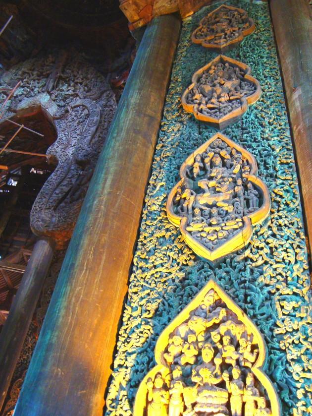 Внутри Храма Истины в Паттайе