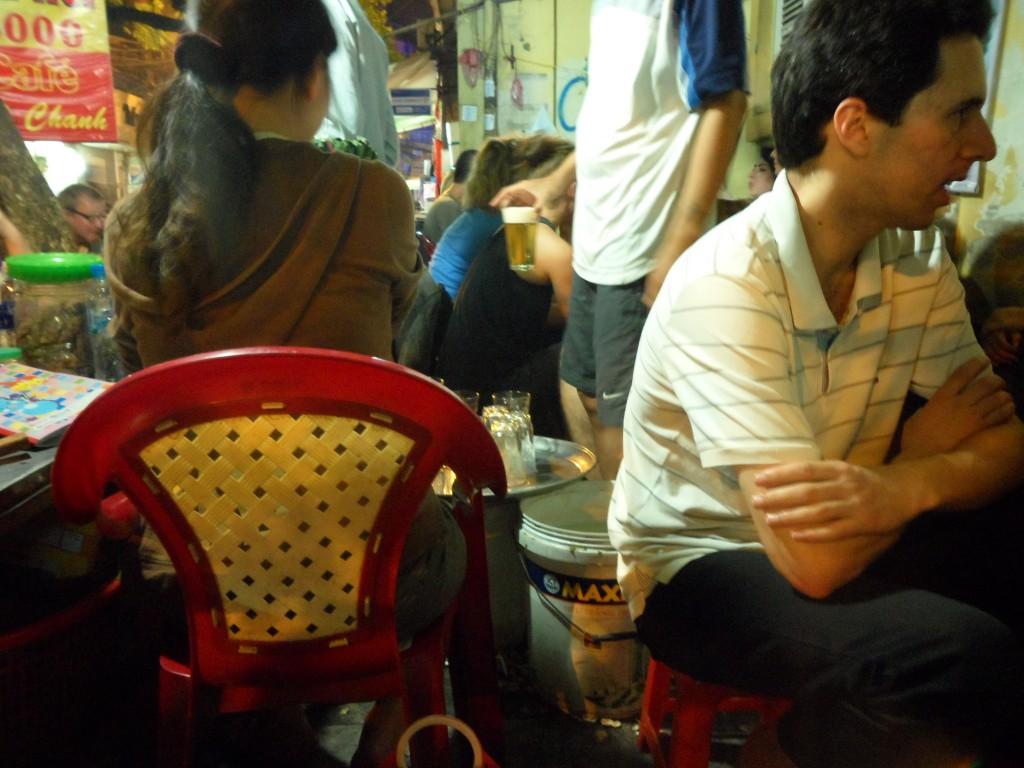Пивная Bia Hoi в Ханое и Сайгоне. Вьетнам