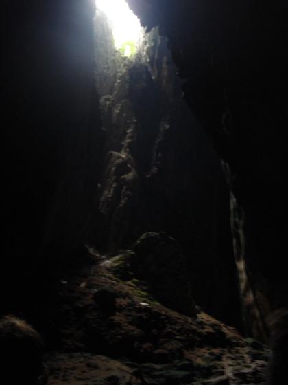 Пещеры Бату Кейвс. Тёмная пещера