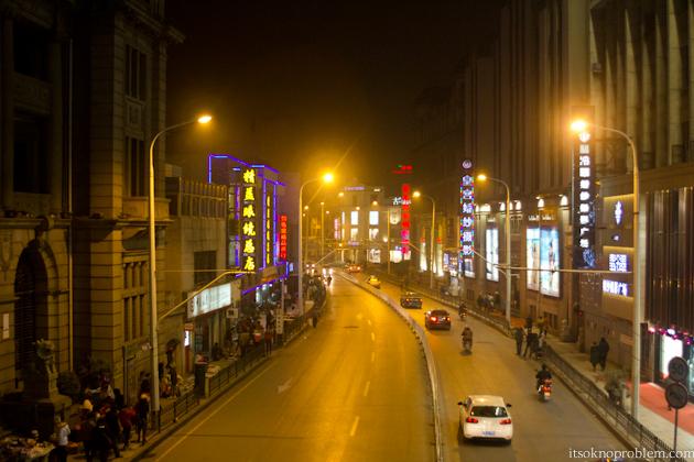 Пешеходные шоппинг улицы Китая. Дзянхан