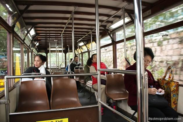 Двухэтажные трамваи в Гонконге. Салон старого трамвайчика