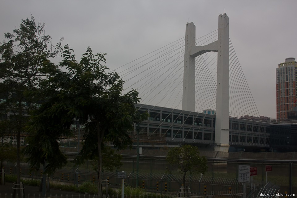 Граница Шеньчженя и Гонконга. Пешеходный переход через реку Шеньчжень