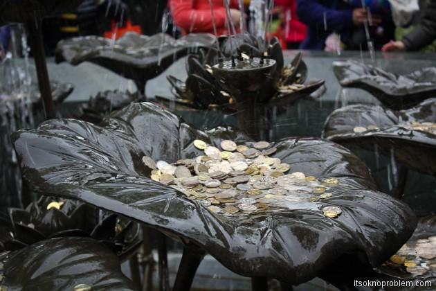 Новогодние обряды в гонконгском храме