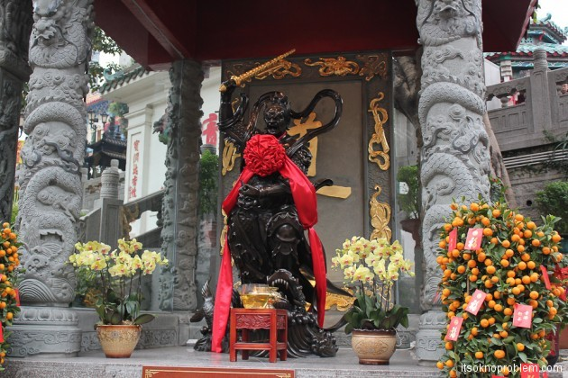 Новогодние обряды в гонконгском храме (11 of 12)