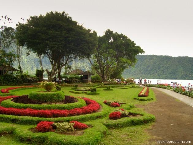 Ботанический сад Бедугул. Храмовый комплекс Пура Улун Дану Братан