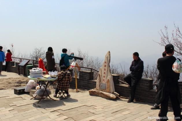 Пять героев гора Ланья. Площадка откуда солдаты прыгали
