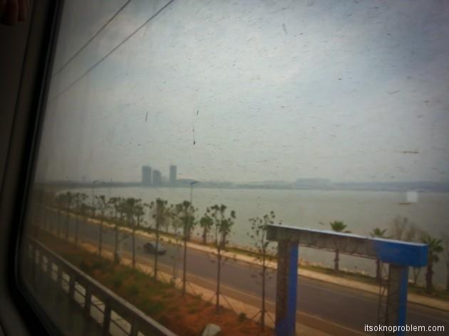 Обновление. Поезд Баодин - Шенчьжень-на пути