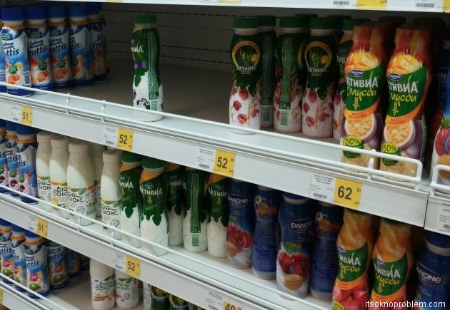 Сколько стоит еда в Хабаровске. Цены на напитки - йогурты, молоко. Фото