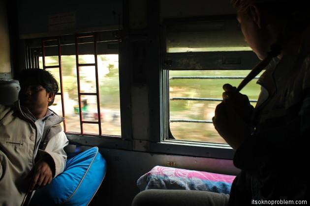 Поезд из Дели в Мумбаи