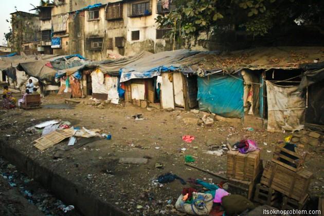 Поезд из Дели в Мумбаи Трущобы фото