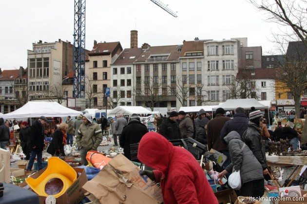 Зачем ехать в Бельгию? или Записки представителя пятой волны эмиграции - Блошиный рынок