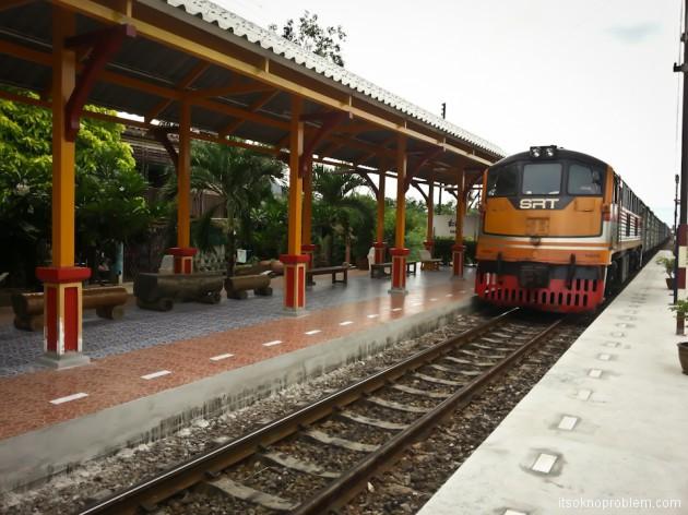 Вокзал Хуа Лампонг в Бангкоке. В Ча-Ам на поезде. Тайские железные дороги (SRT)