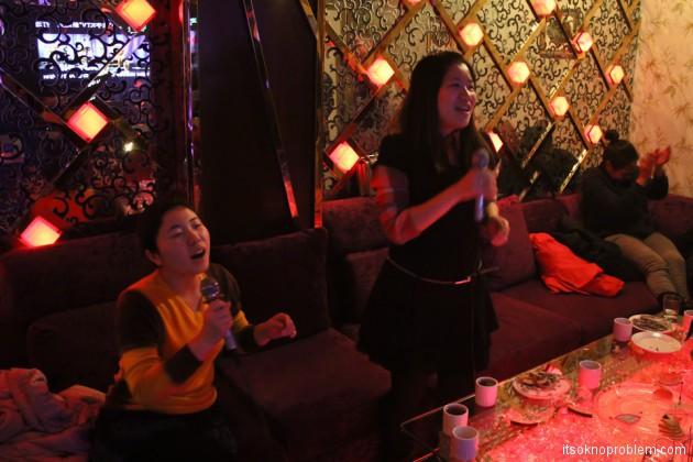 Топ 10 самых популярных хитов в китайском караоке (KTV)