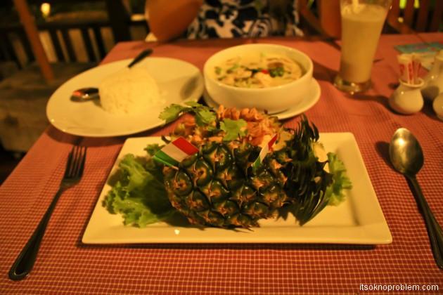 Вкусная неделя. Таиланд. Карри рис в ананасе