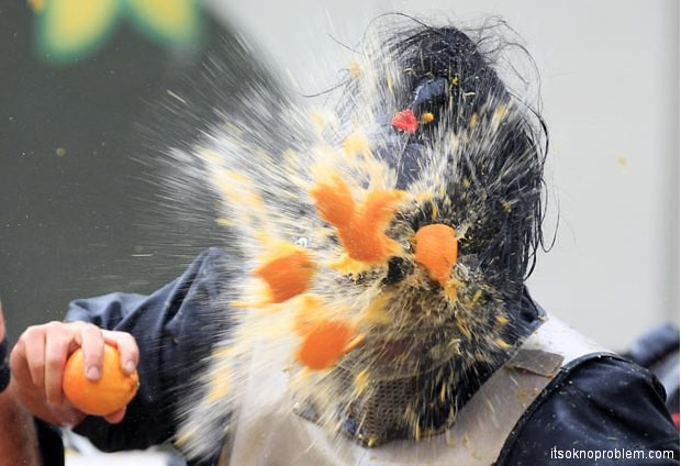 Итальянская битва апельсинами