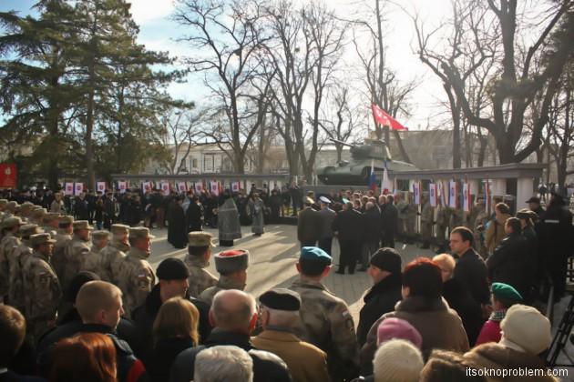 Народное ополчение в День Защитника Отечества в Симферополе