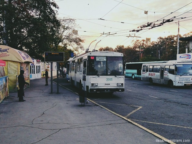 Старый троллейбус в Ялту